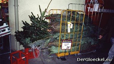 zuletzt das günstige Angebot im Supermarkt - diese Bäume gingen durch die Hände der Tiroler