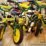 Verkehrsunsichere Fahrräder von der FORSTINGER Handels und Service GmbH im Handel. Zahlreich in den FORSTINGER-Filialen vorhandene verkehrsunsichere Kinderfahrräder werden plötzlich Dreirädern gleichgesetzt