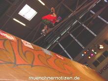 Skateboard auf der Halfpipe