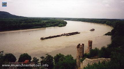 Mündung der March in die Donau rechts die Renaissance-Türme der Burg Devin