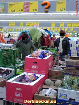 """Nachdem das """"falsche"""" Preisschild entfernt wurde, fehlt nach 6 Tagen die Preisauszeichnung bei den Erdnüssen zwischen Obst und Gemüse"""
