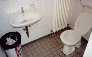 Innenraum der WC-Anlage ARAL