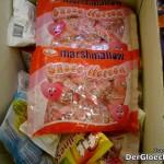 Marshmallows-Angebot bei PENNY. Die Ware wird liegend in einer Schütte zum Kauf angeboten