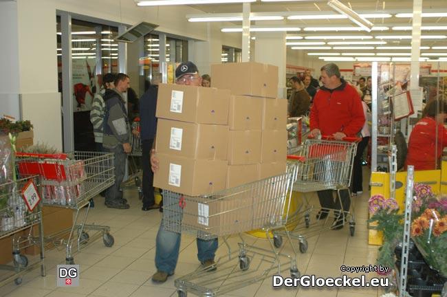 Schnäppchenjäger bei PENNY | Foto: DerGloeckel.eu