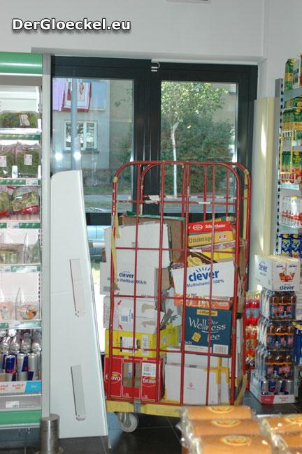 An diesem Tag waren bei 9 aufgesuchten BILLA-Märkten in 8 Filialen die Notausgänge durch Waren blockiert